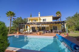 Atractive and charming 4-bed villa in beautiful...